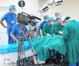 Bác sĩ Nhân mổ thị phạm nâng mũi cấu trúc